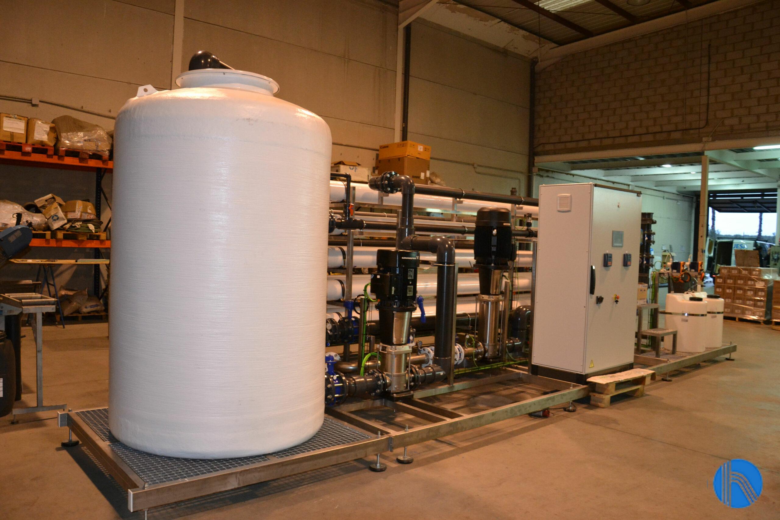 Tratamiento del agua de aporte para la fabricación de zumos
